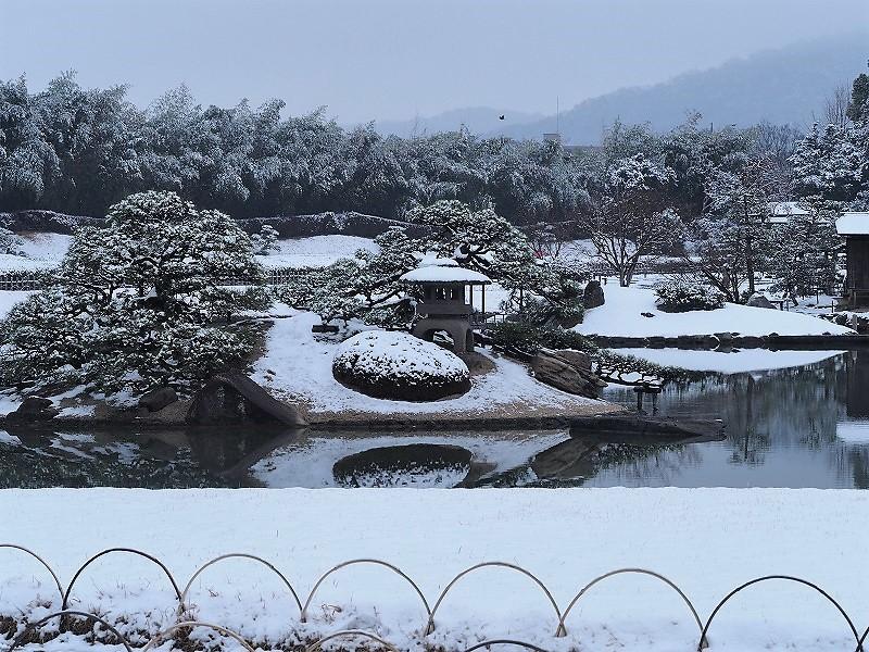 後楽園と雪1