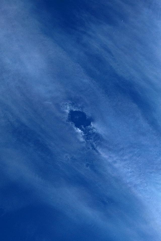 雲だって身体に穴がぽっかり空いてしまうこともある