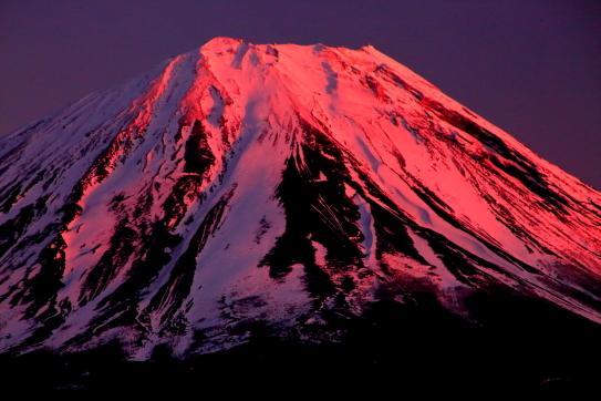 残照に萌える霊峰富士山
