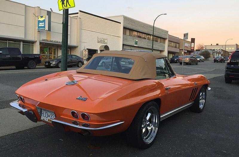 Chevrolet Corvette C2 rear-view