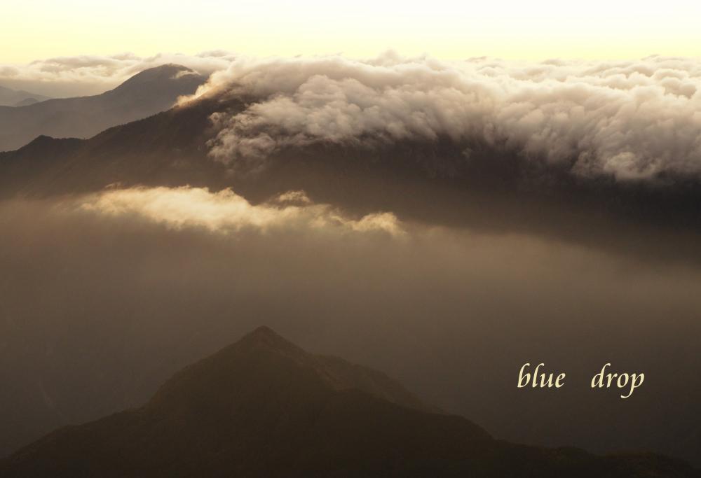 雲の湧く朝