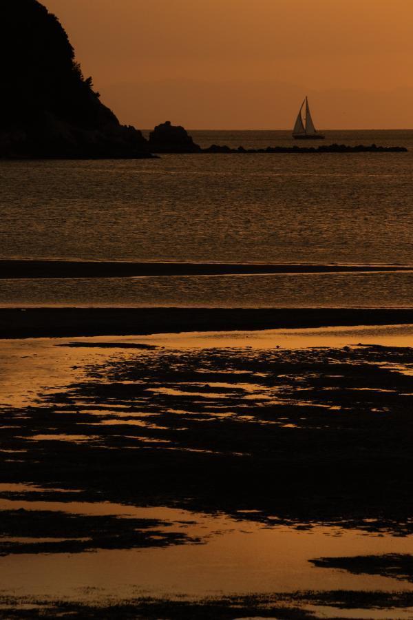 ヨットの浮かぶ海