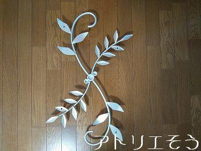 葉の妻飾り。シルバー塗装妻飾り。