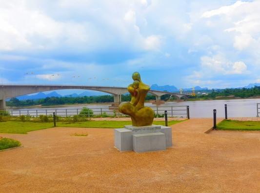 Thai-Laos bridge (2)