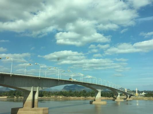 Thai-Laos bridge (3)