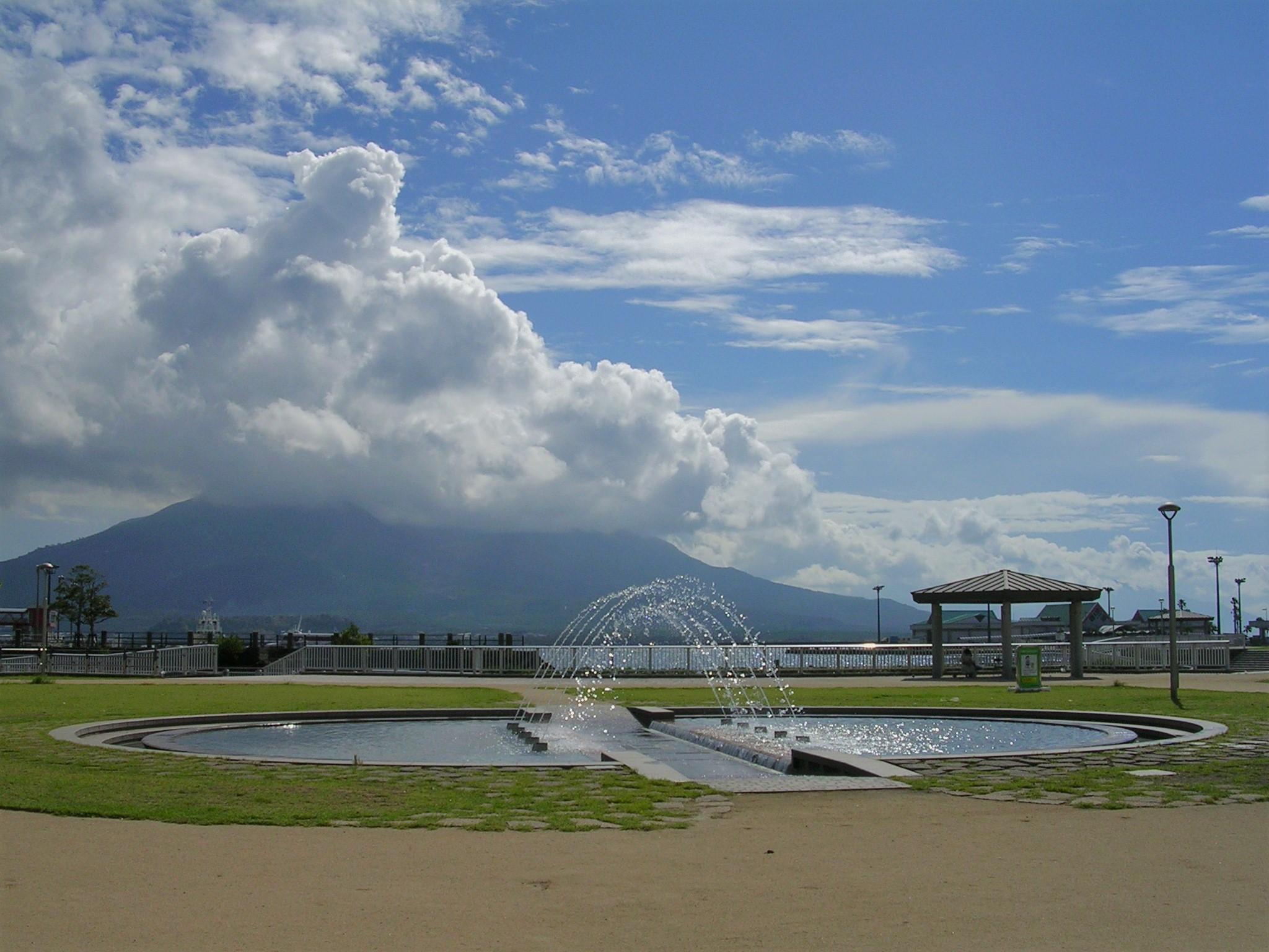 噴水と桜島