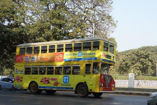 二階建てバスも走っています。