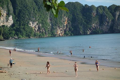 本土側もきれいなビーチ