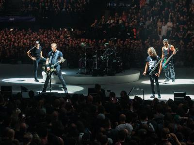 1280px-Metallica_Live_at_The_O2.jpeg