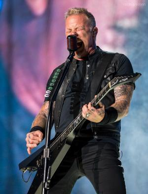 800px-James_Hetfield_2017_convert_20191008081640.jpg