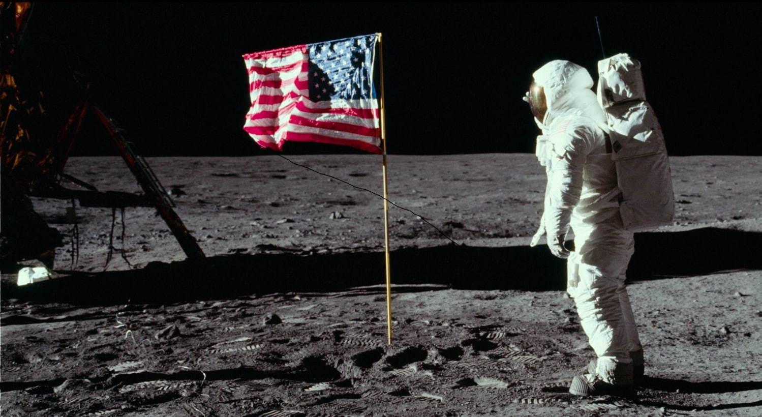 『アポロ11号[完全版]』月面の星条旗