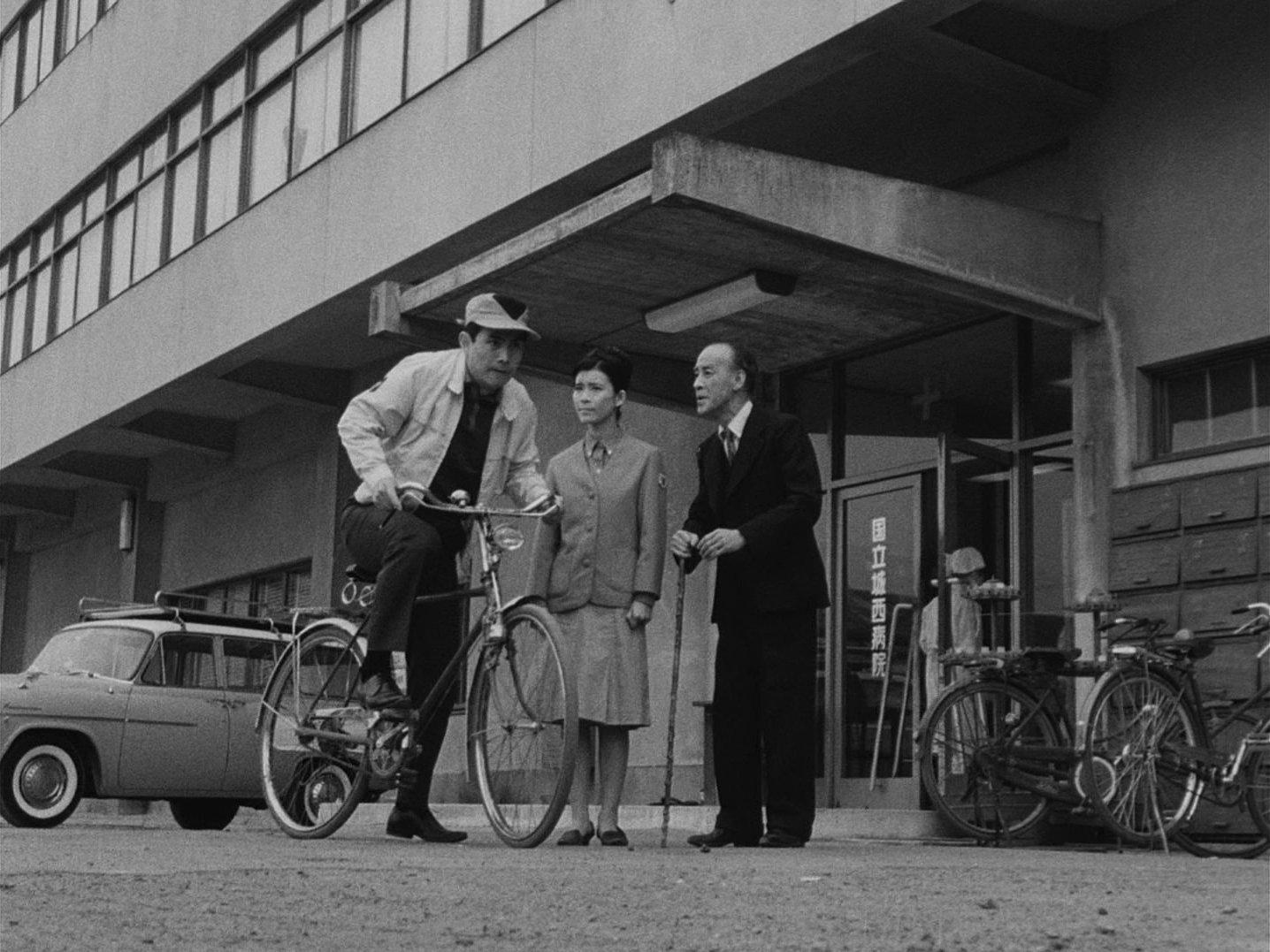 『ウルトラQ』第11話「バルンガ」自転車で対策本部へ