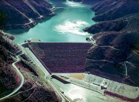 九頭竜ダムとダム湖