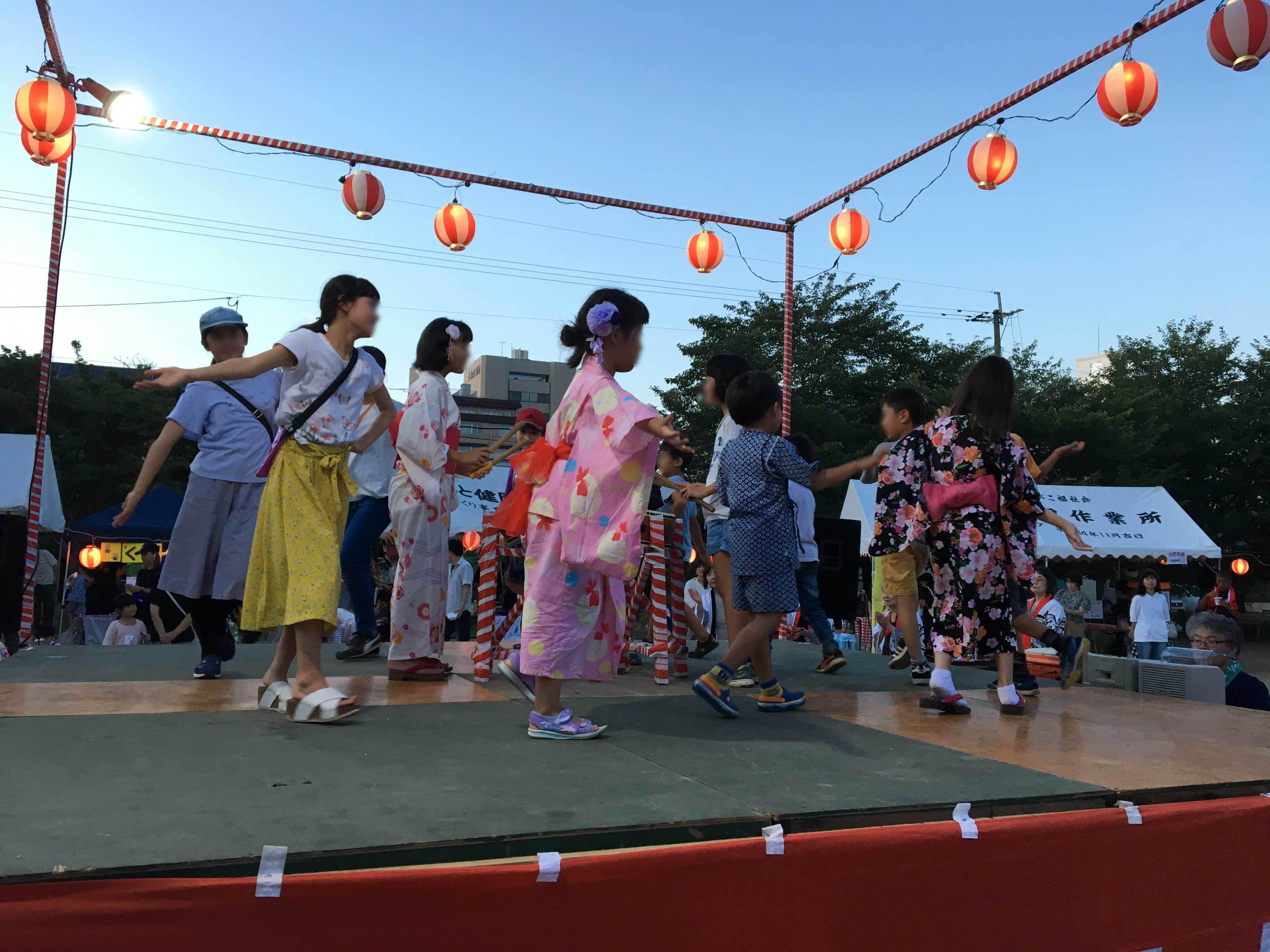 子どもたちの踊りkz