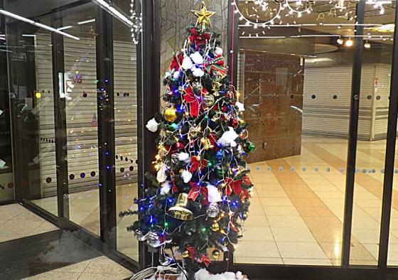 あべのベルタのクリスマスツリー(2019年12月撮影)