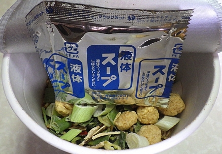 9/23発売 ファイヤーホール4000 四川火鍋風ラーメン(内容物)