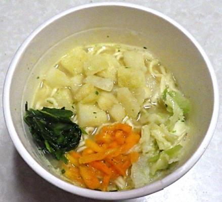 11/19発売 国産野菜具材100%使用 じゃがバター味塩ラーメン(できあがり)