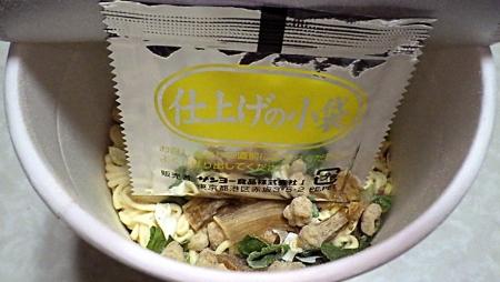 1/13発売 麺屋翔監修 香彩鶏だし塩ラーメン(2020年)(内容物)
