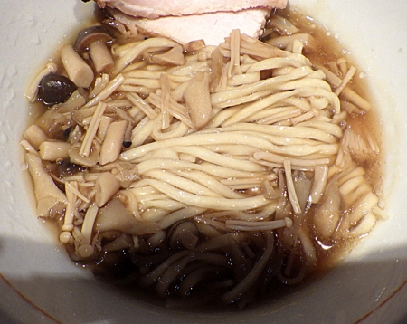 麺と心 7 鮭白湯と3種のキノコの和えつけ麺(麺のアップ)