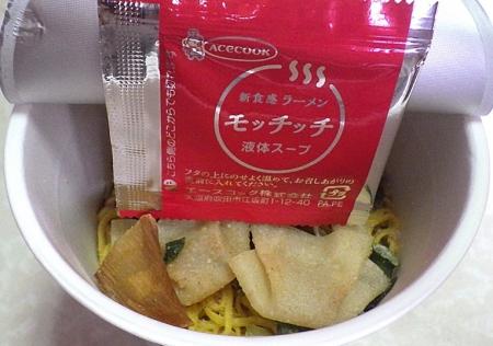 10/7発売 ラーメンモッチッチ ワンタン麺(内容物)