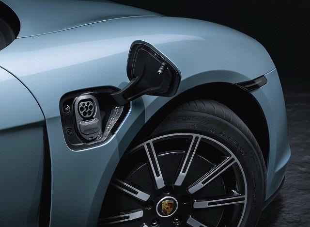 Porsche-Taycan-4S- (5)