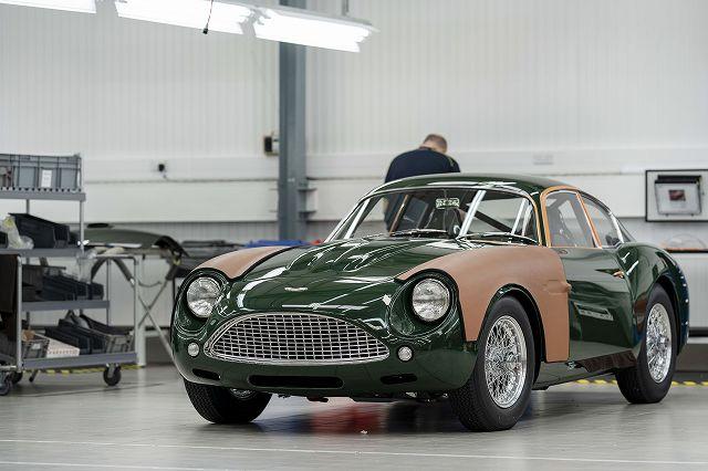 Handovers_begin_of_Aston_Martin_DB4_GT_Zagato_Continuation_17-jpg (6)