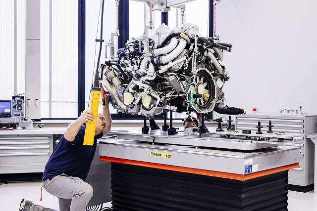 Bugatti-Chiron-factory74398 (1)