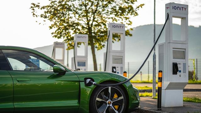 low_porsche_charging_service_taycan (1)