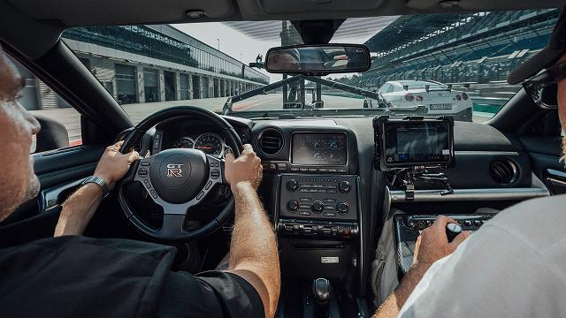 Nissan-GT-R-Camera-Car-GODZILLA (5)