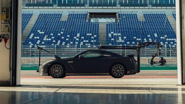 Nissan-GT-R-Camera-Car-GODZILLA (1)