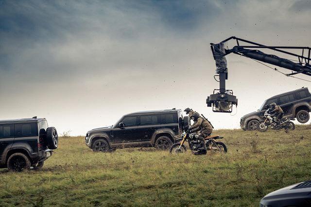Land-Rover-Defender-stunts-No-Time-To-Die-007 (5)
