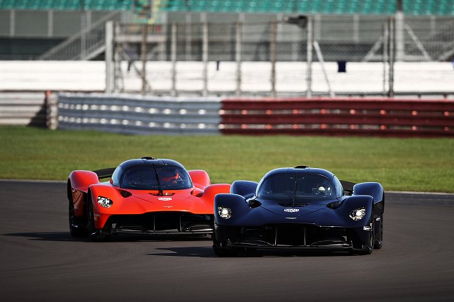 Aston_Martin_Valkyrie__Aston_Martin_Red_Bull_Racing_RB16_joined_by_Max_Verstappen__Alex_Albon47 (7)
