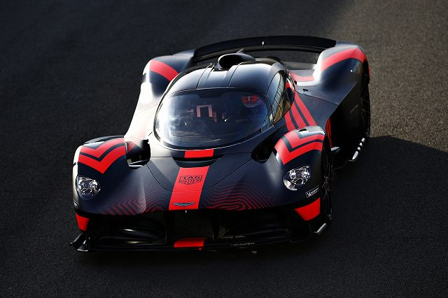 Aston_Martin_Valkyrie__Aston_Martin_Red_Bull_Racing_RB16_joined_by_Max_Verstappen__Alex_Albon47 (8)