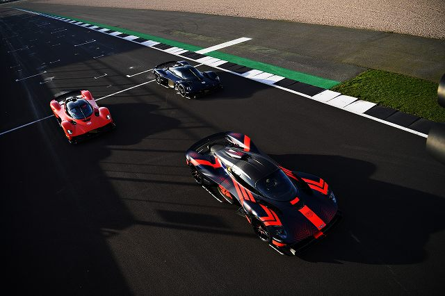 Aston_Martin_Valkyrie__Aston_Martin_Red_Bull_Racing_RB16_joined_by_Max_Verstappen__Alex_Albon47 (3)