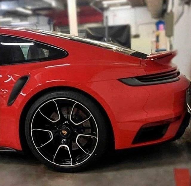2020-Porsche-911-Turbo-S (1)