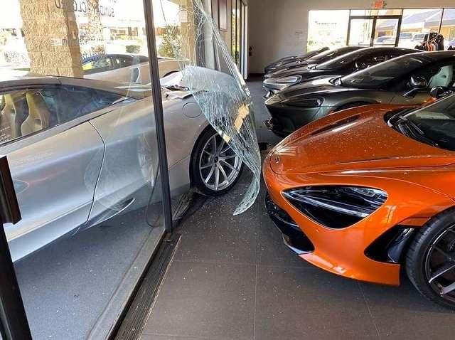 McLaren720sCrash97847 (2)