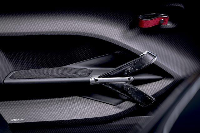 Aston_Martin_V12_Speedster_6-jpg.jpg