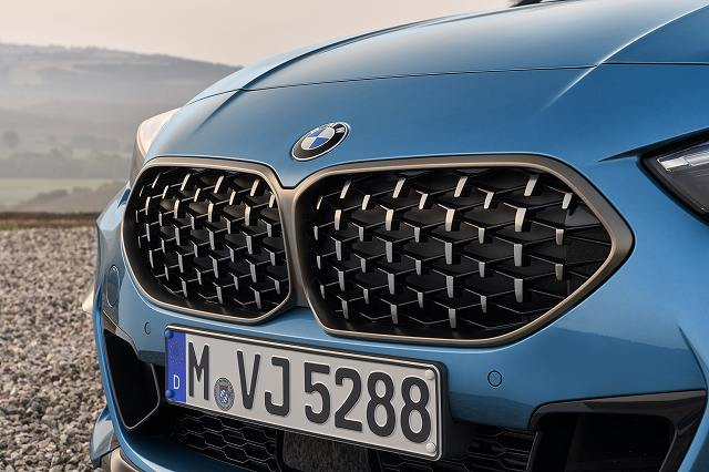 P90370511_highRes_the-all-new-bmw-2-se.jpg