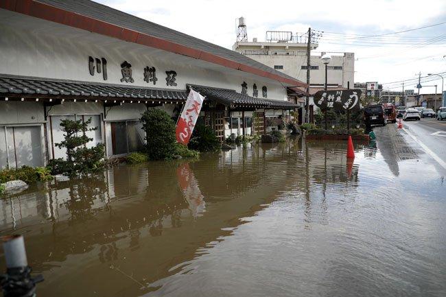 20191027-FB-48-JAPAN-WEATHER-RAIN-07950087天ぷら 右薙 川魚 料理