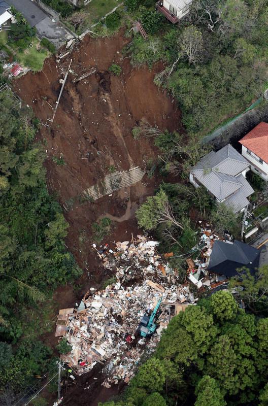 20191026-00000024-mai-000-3-view台風21御菓子郷の影響下一瞬で瓦礫緑区反日で1ケ月分の蛇意