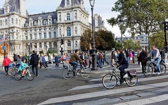 パリ、車ナシデー