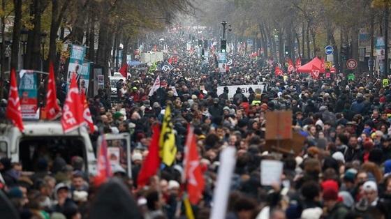 パリ、12/5の年金改革反対デモ