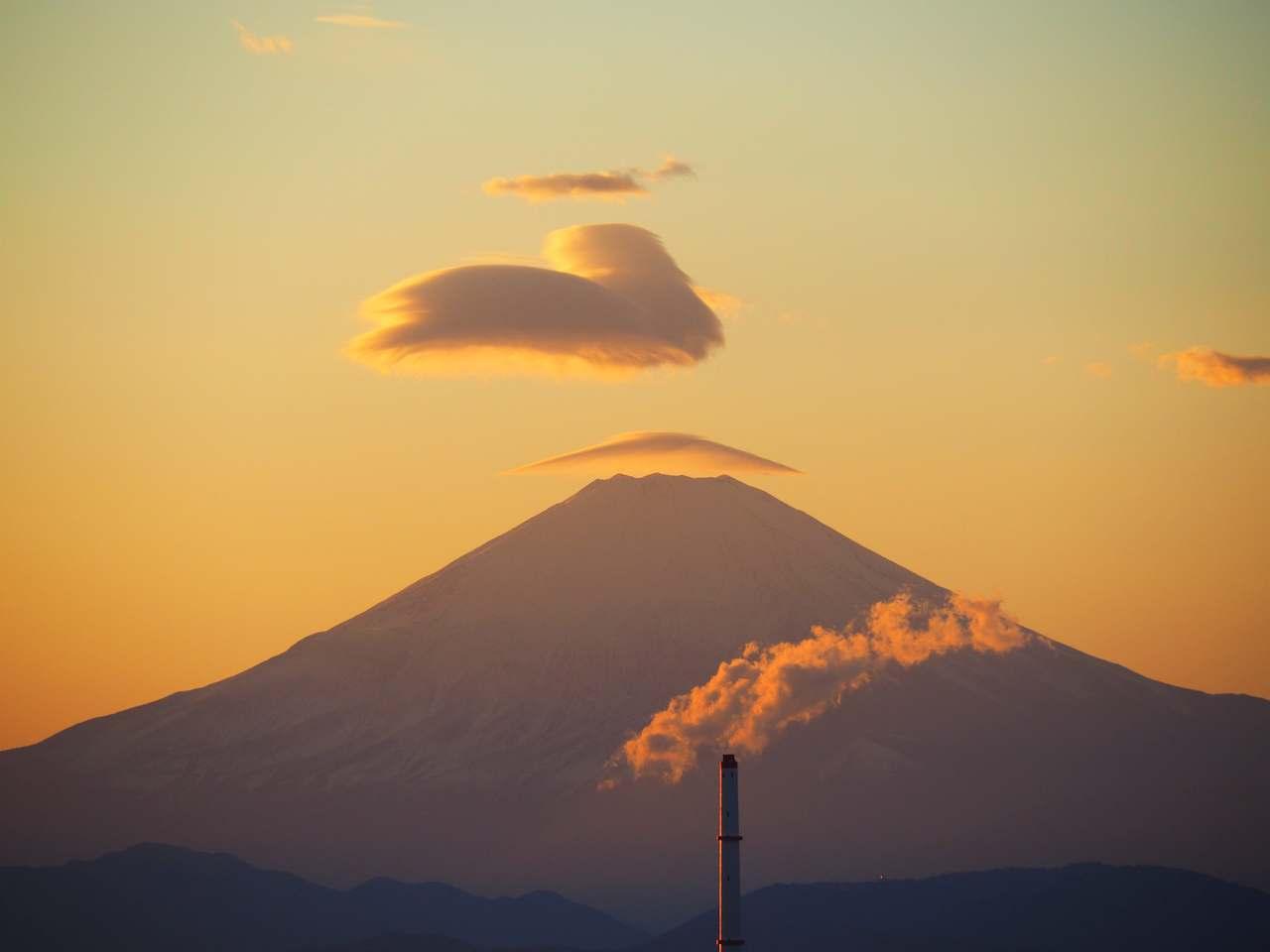 師走の富士山笠雲