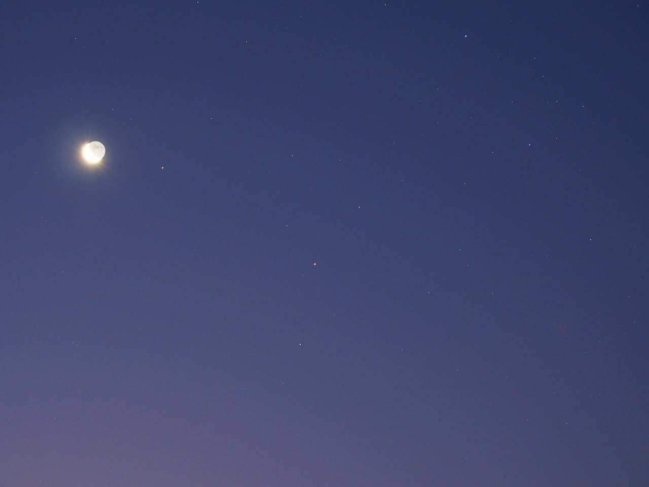 火星と月とアンタレス