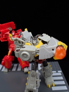 Transformers Bumblebee Cyberverse Adventures Deluxe Class Grimlock (48)