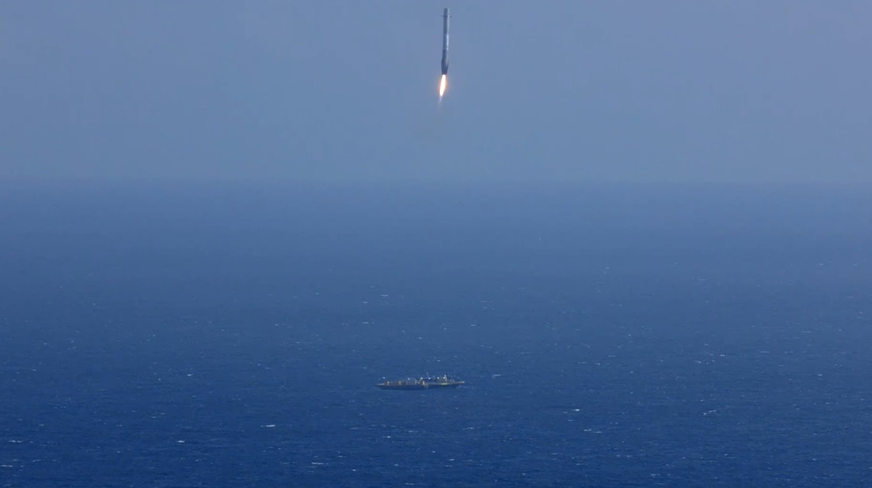 CRS-6_First_Stage_Landing-01.jpg
