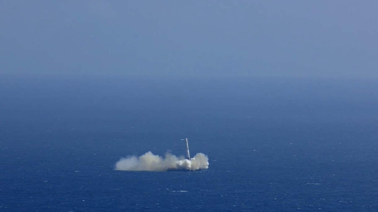 CRS-6_First_Stage_Landing-04.jpg
