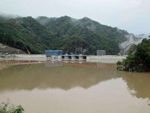 満水の八ッ場ダム