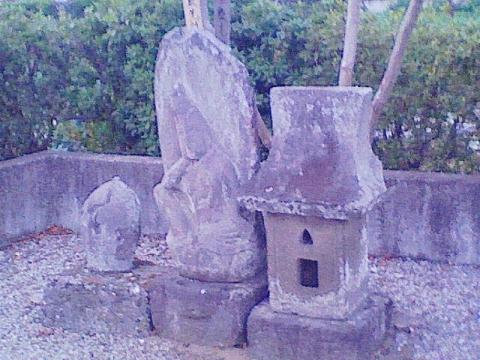 中日向観音堂西の石仏