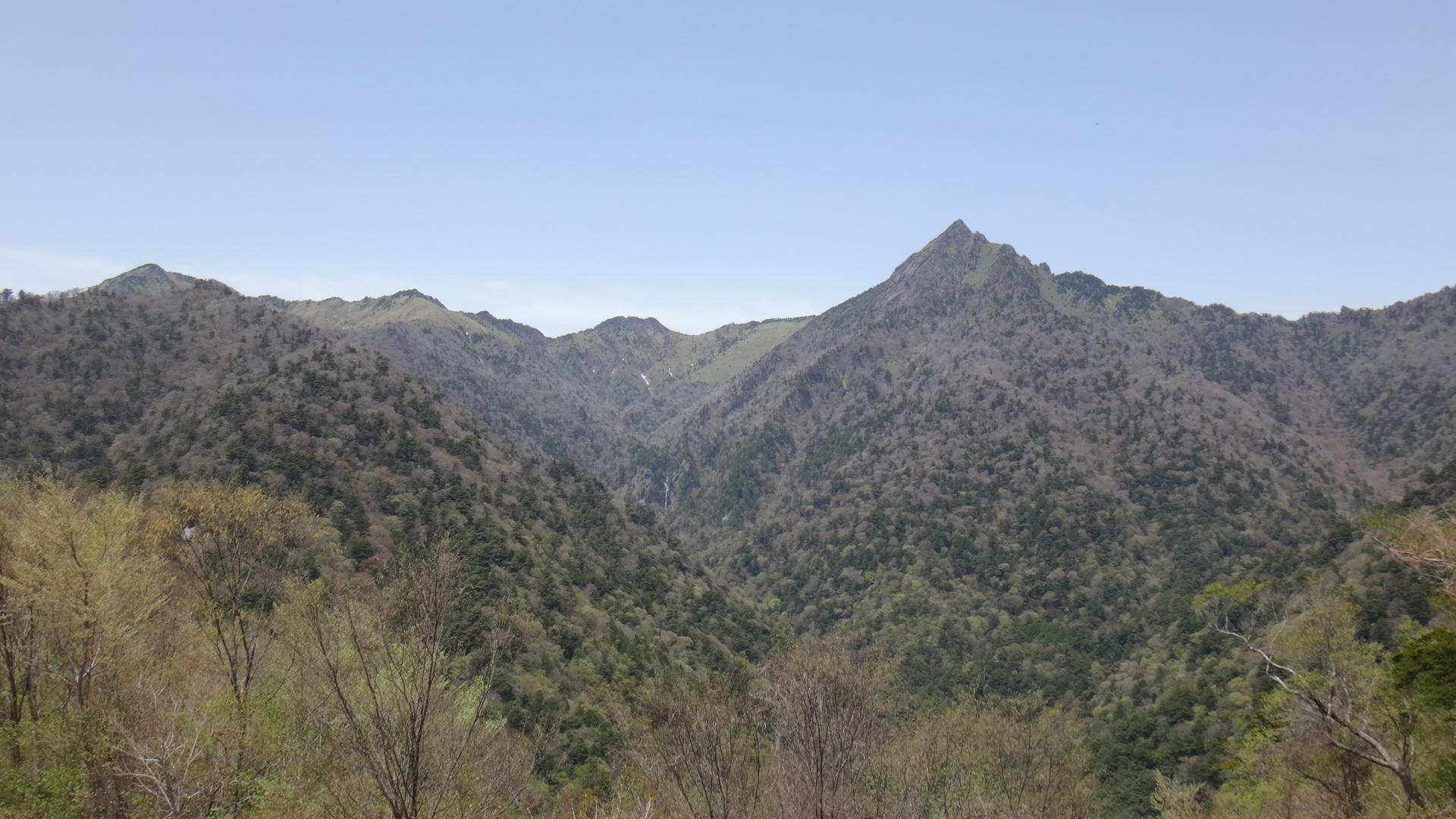 石鎚スカイライン6長尾根展望所御来光の滝と石鎚山